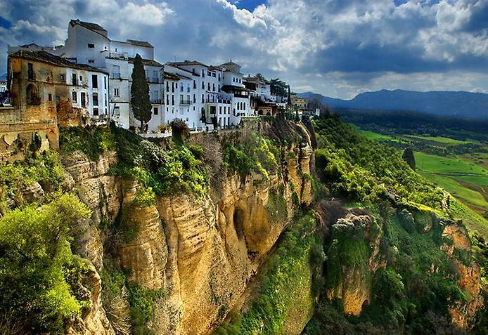 Туризм и путешествия