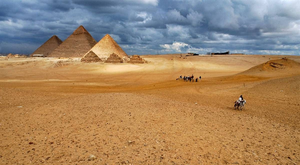 http://www.lookandtravel.ru/wp-content/uploads/2013/11/Excursions-in-Egypt.jpg