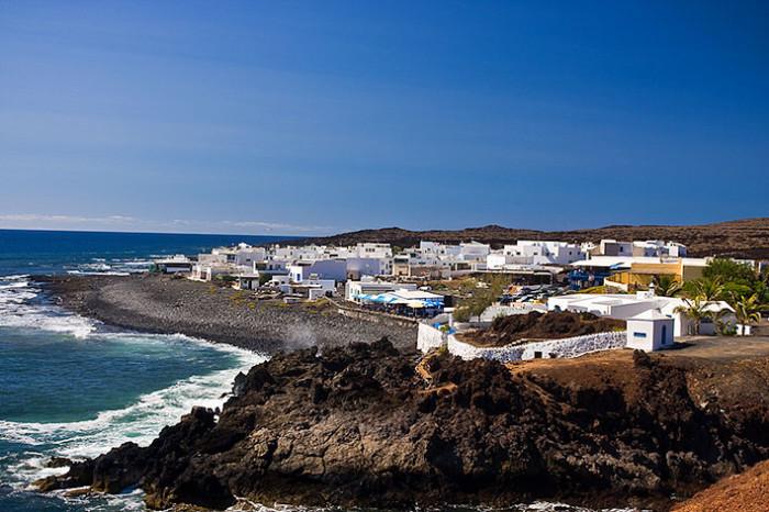 Деревня Эль Гольфо: соль, рыбные блюда и хризолит