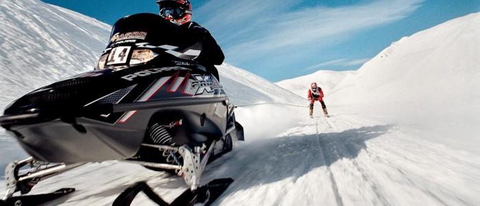 Развлечения Аляски: гонки на собаках и снегоходах