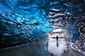 «Застывшая вода» в Skaftafell, сапфировая пещера в Исландии