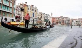 По Венеции на лодке